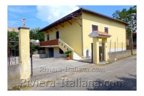 SCA V 216, Villa singola con giardino a 300 metri dal mare a Scalea