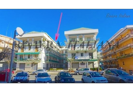SCA 094, Large apartment for sale on the main street in Scalea