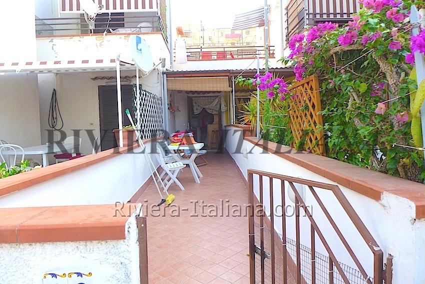 Calabria Appartamento con terrazza vicino al mare - Riviera Italiana ...