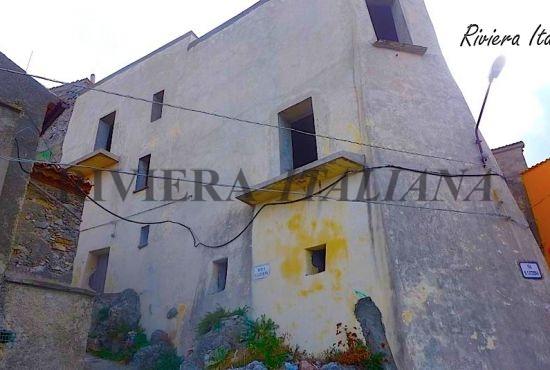 GRI 011, Casa panoramica nel centro storico di Grisolia